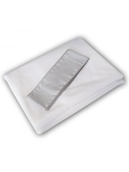 Pilka tiulio užuolaida lovytei