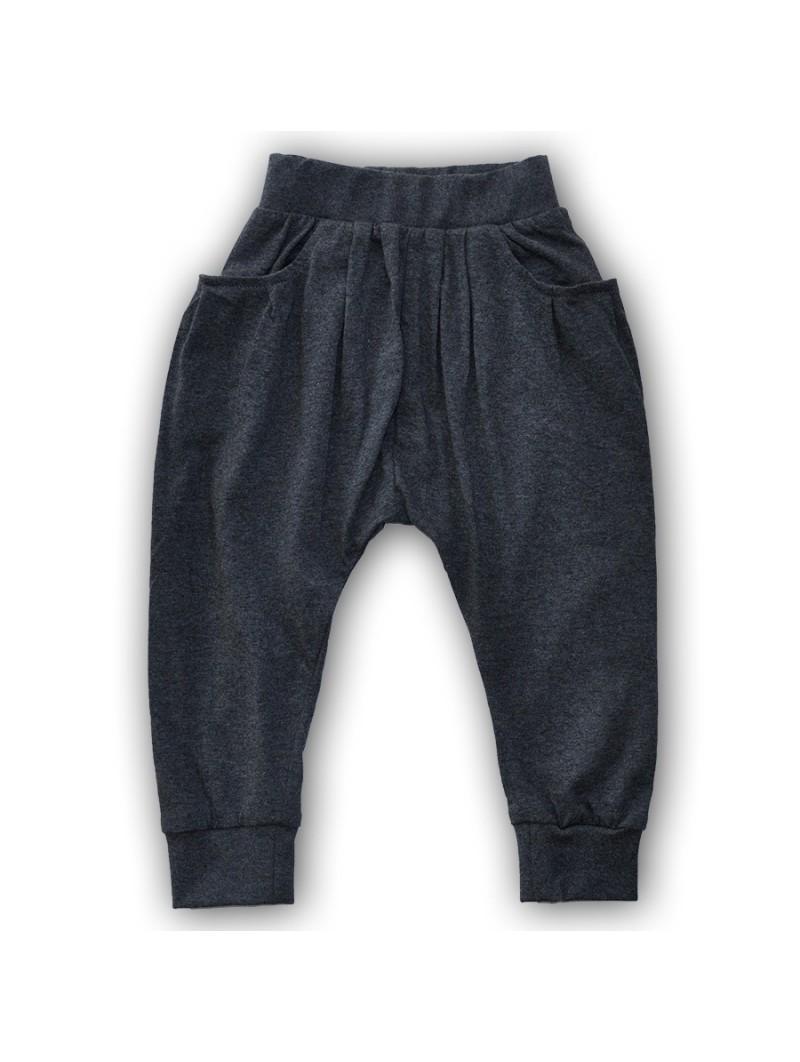 Pilkos stilingos kelnės